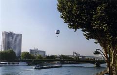 Ah! Paris... On film in 2004 (oberondilettante) Tags: paris seine barge péniche bridge pont ballon balloon building architecture trees arbres lampadaire lamppost bluesky cielbleu filmprocessed pellicule