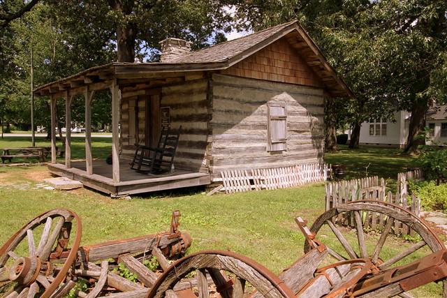 Ganoe-Bussell Log Cabin - Tullahoma, TN