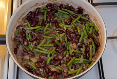 What's cooking? (Poupetta) Tags: food lunch beans