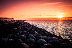 Sunset (Maria Eklind) Tags: building sunset öresundsbron sweden ön colorful öresund malmö pink stilllife solljus sky bro solnedgång bridge himmel water skånelän sverige se