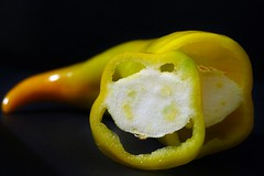 Mr. Pepper (M a r i S à) Tags: smile smiling pepper food pareidolia lowkey stilllife blackbackground light