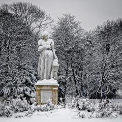 La statue sous la neige (Lucille-bs) Tags: europe france iledefrance hautsdeseine 500x500 rueilmalmaison parc parcdelamalmaison statue arbre neige