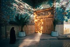 Heaven's Door (Tom Levold (www.levold.de/photosphere)) Tags: fuji fujixpro2 isfahan xf18135mm people street candid esfahan shadows architecture tür architektur frau door schatten light licht woman