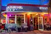 Straßencafe (Markus Lenz) Tags: amerika artdecodistrict bauwerkegebäude beleuchtung belichtung bildgestaltung diewelt florida fotografie gastronomie genre leuchtschrift miami miamibeach nachtaufnahme objektegegenstände orte orteallgemein restaurant technik usa vereinigtestaaten blauestunde bluehour