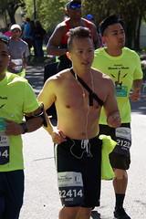 110 Rock 'n' Roll Marathon (Omunene) Tags: humanarocknrollmarathonneworleans2018 brooks race marathon 42195k 26219m esplanadeavenue faubourgstjohn neworleans runners shirtless pecs nipples navel bellybutton chest