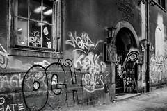 Wieder aufgebaut (Rubina V.) Tags: dresden fenster graffiti monochrom streetphotography streetart street strassen häuser strasen türen laternen lantern