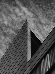 Simetría (jantoniojess) Tags: sevilla andalucía facultaddecienciasdelaeducaciónsevilla universidad university simetría arquitectura equilibrio líneas estructuras edificio proporción armonía symmetry architecture monocromático blancoynegro blackandwhite ángulo arista