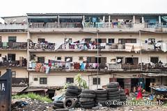 The weekly wash (10b travelling / Carsten ten Brink) Tags: 10btravelling 2017 abidjan africa africaine african afrika afrique blockhauss carstentenbrink cocody cotedivoire elfenbeinkueste iptcbasic ivorian ivorycoast westafrica africain balcony building clothes cmtb drying ivoirien ivoirienne laundry tenbrink washing