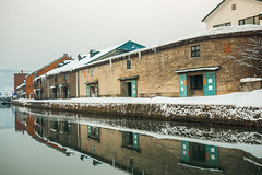P1350175-1 (Edistacy) Tags: 倉庫 小樽 river winter snow 雪 雪國 北海道 北海英雄 北海鱈魚香絲 reflect