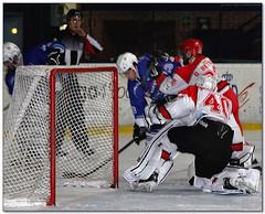 Hockey Hielo - 63 (Jose Juan Gurrutxaga) Tags: file:md5sum=d5b10342ff0a1dd5cba160825010b747 file:sha1sig=3313bceee6c78560fed6dc9aade7916d8aa0b840 hockey hielo izotz ice txuri urdin txuriurdin jaca