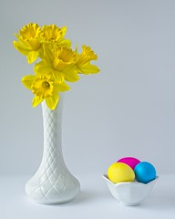 Daffodils and Easter Eggs B (jim.choate59) Tags: daffodil easteregg easter white yellow jchoate egg minimalism vase simple on1pics spring springseason d610