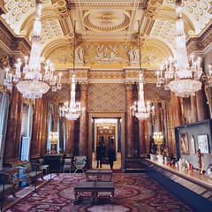 Gold (Olly Denton) Tags: lights carpet display room palace palatial exhibition art gifts royal queen royalfamily chandelier architecture architectureporn architecturelovers architecturephotography architecturalphotography interiordesign iphone iphone6 6 vsco vscocam vscolondon vscouk ios apple mac shotoniphone buckinghampalace buckhouse westminster london uk
