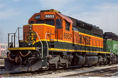 BNSF6952GB_RiverdaleIL_091002 (Catcliffe Demon) Tags: bnsf atsf railroading railways usa sd402 emd diesellocomotive atchisontopekasantafe burlingtonnorthernsantafe illinois ihb indianaharborbelt burlingtonnorthern usatrip2sepoct2002