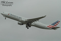 American Airlines - N271AY - 2018.03.10 - EGLL/LHR (Pål Leiren) Tags: london england heathrow lhr eggl flyplass airport planes plane planespotting aviation aircraft runway rw airplane canon7d 2018 airliner jet jetliner march march2018 egll heathrowairport londonheathrow uk unitedkingdom american airlines n271ay americanairlines airbus a330323a333 greatbritain