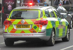 Northern Ireland Ambulance Service (KIG 5395) (ferryjammy) Tags: nias ambulance kig5395 r33 northernireland rrv
