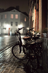 bicycles, Jeruzalemstraat, Bruges, Belgium (Plan R) Tags: evening night bicycle bruges rain leica m 240 noctilux 50mm