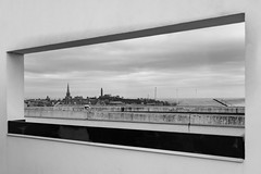 EPMG Edinburgh Cityscapes March 2018-7 (Philip Gillespie) Tags: edinburgh scotland scottish city march 2018 spring buildings architecture scape view roofs chimneys steam trees birds pigeons seagulls views castle ancient museum history sun clouds sky mountains hills churches cathedral people nature mono monochrome black white colour color blue red green yellow orange grey purple wildlife urban canon 5dsr framing framed
