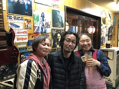 iphone photo 1073: Drink and talk about rock. Okame, Akihabara Tokyo, 23 Mar 2018 (megumi_manzaki) Tags: iphone bar friend guitar poster record rock music