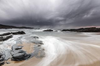 Al fondo... la lluvia. © Serie Costa Asturiana 2018