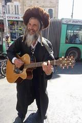 Haredi man busking, Machanel Yehuda, Jerusalem