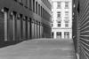Sonntags am Potsdamer Platz (Pixelfinder Berlin) Tags: architektur bauwerk fenster gebäude haus potsdamerplatz architecture sontag monochrome tele blackwhite schwarzweis ohnemenschen