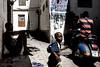 © Zoltan Papdi 2017-1993 (Papdi Zoltan Silvester) Tags: zanzibar stonetown distraction instant enfant amitié humain viequotidienne jeux famille invitation visite voyageterraindejeu momentchild friendship human everydaylife games family visit trip playground journalism journalisme reportage