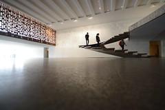 ... (UnprobableView) Tags: manuelmiragodinho unprobableview escaleras escadas staircase treppe escada niemeyer oscarniemeyer architect arquiteto arquitecto itamaraty paláciodoitamaraty brasília helicoidalstaircase