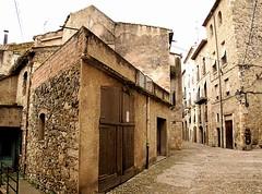 besalu oude stad (atsjebosma) Tags: houses weg gebouw ancient decay besalu spain february 2018 winter atsjebosma