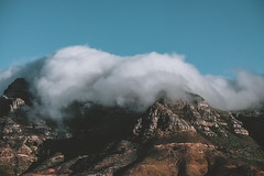 View from my room! (soomness) Tags: capetown southafrica fujifilmxt2 fujifilm fujinon fuji travel travelphotography xt2 xseries mountain tablemountain sky clouds