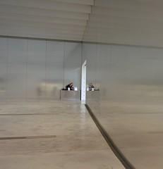 louvre lens (tbrtsch) Tags: louvrelens museum musée louvre lens ennui langeweile boredom bored mobilephone handy
