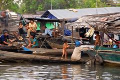 06-11-08 Laos-Camboya Siem Reap (142) O01 (Nikobo3) Tags: asia camboya cambodia siemreap lago lagotonlesap tonlesaplake agua culturas social travel viajes nikon nikond200 d200 nikondx182003556vr nikobo joségarcíacobo people gentes