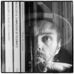 12/52 (JulienLec) Tags: 1252 52project 52project2018 52wsp chapeau autoportrait self selfportrait carré square 11 moi julien library bibliothèque miroir livres books massimorecalcati noiretblanc noirblanc nb blackwhite