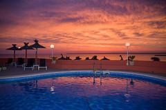 Colonia Hotel Pool (Bugtris) Tags: katze pool meer mallorca colònia sky sunset canon 5dmkiii 2470f4l landschaft