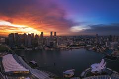 Singapore - Sunset Panorama (030mm-photography) Tags: rot asia asien bay blaue city flyer hochhaus licht lights marina nachtaufnahme night nightshot panorama sands singapore singapur skyline skyscraper sonnenaufgang stadt stadtlandschaft stunde the travel view wolkenkratzer sunrise
