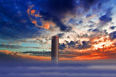 The tower (ricardocarmonafdez) Tags: arquitectura architecture buildings rascacielos skyscraper cielo nubes atardecer niebla mist fog sunset clouds sky sunlight blue edition processing effect torre tower torresevilla pelli 60d 1785isusm canon