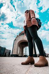 Se acerca una revolución - A revolution is coming (DanArellano) Tags: urban city monument monumento revolution revolución cdmx mexico wideangle granangular chica girl afpdxnikkor1020mmf4556 nikond3400 nikon