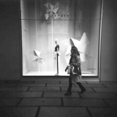 Milano (Valt3r Rav3ra - DEVOted!) Tags: holga holgacfn lomo lomography toycamera plasticcamera milano medioformato mediumformat 120 6x6 analogico analogica analog analogue film ilford ilfordfp4 bw biancoenero blackandwhite streetphotography street valt3r valterravera visioniurbane urbanvisions