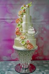 Shiny Wedding Cake (toertlifee) Tags: törtlifee hochzeitstorten weddingcake cake torte festlichetorte torten hochzeit wedding hochzeitstorte shiny glänzend glanz gold roses rosen metallic