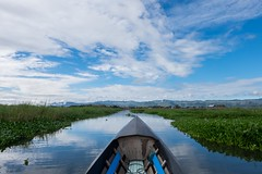 Inle Lake. Myanmar (Igorza76) Tags: 2017 birmania burma myanmar inla lago lake oporrak república unión republic union asia sudeste asiático southeast inle အင်းလေးကန် agua dulce montañas estado shan freshwater nyaungshwe township taunggyi district state hills intha people boat bote barco barca canales canal canals water pueblo poblado flotante village town floating fuji xt10