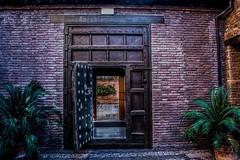 Puertas de la Alhambra . Granada (M,L.C.*) Tags: madera puertas empedrado macetas plantas alhambradegranada interior exterior