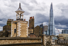 London - City of Contrasts (Ernst_P.) Tags: england gbr grosbritannien london toweroflondon sony 16105mm shard architecture