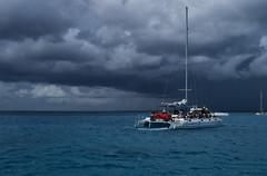 Tormenta / Storm (johannather) Tags: mar sea caribe azul blue nubes clouds catamaran tormenta storm lluvia rain cielo sky
