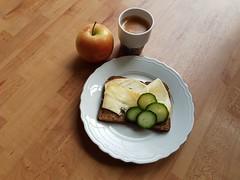 Breakfast routiness (johanssoneva) Tags: fs180325 fotosöndag fotosondag photosunday kaffekopp coffecup frukost breakfast äpple apple tallrik plate brödskiva breadslice ost cheese gurka cucumber