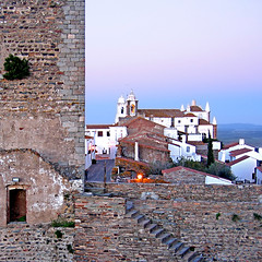 Monsaraz, Portugal (pom.angers) Tags: europeanunion portugal alentejo alentejocentral évora monsaraz reguengosdemonsaraz november 2006 canondigitalixus500 twilight 100 200 300