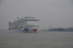 AIDA perla (Hugo Sluimer) Tags: aida aidacruises aidaperla cruiseship cruise cruises cruiser onzehaven portofrotterdam port haven vlaardingen havenvlaardingen nlrtm nederland zuidholland holland