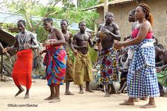 Danse au couteau traditionnelle près de Lomé, Togo (Sekitar) Tags: westafrika west africa ouest afrique togo messertanz messer knife dance danse traditionnelle couteau lomé