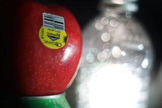 Apple Water (Sony a7 @ Pentacon 50mm f1.8)