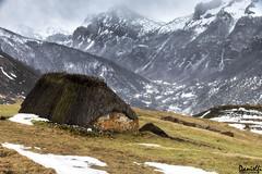 Mortera de Saliencia (danielfi) Tags: mortera saliencia somiedo asturias braña teito cabaña paisaje landscape montaña mountain nieve snow invierno winter asturies ngc