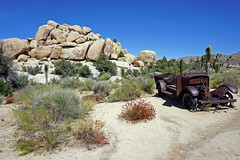 Wall Street Mill/Wonderland Wash Trail - Joshua Tree National Park, CA (SomePhotosTakenByMe) Tags: flickr fotobuch wallstreetmill wonderlandwash trail hike wanderung outdoor urlaub vacation holiday usa amerika america unitedstates kalifornien california landschaft landscape natur nature joshuatree joshuatreenationalpark nationalpark auto car schrottauto junkcar oldtimer rocks felsen vintagecar antiquecar