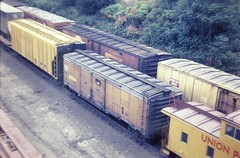 Union Pacific passenger-express boxcar at Omaha in 1976 4581 (Tangled Bank) Tags: old classic heritage vintage train trains railway railways railroad railroads north american up union pacific passengerexpress boxcar omaha 1976 4581 mow freight car rolling stock equipment